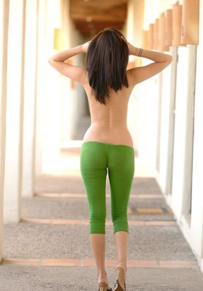 Girls-in-Yoga-Pants-25