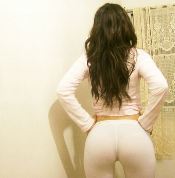 Girls-in-Yoga-Pants-49