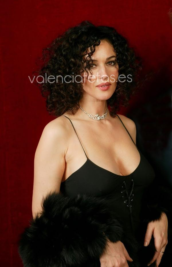 29 Mar 2004, Paris, France --- Italian actress Monica Bellucci. --- Image by © Stephane Cardinale/People Avenue/Corbis